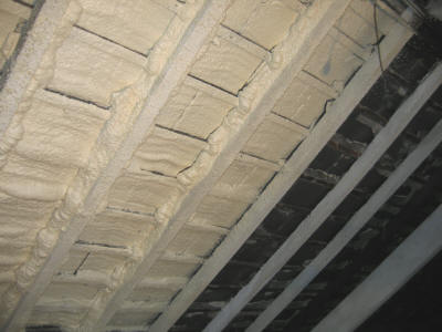 insulating between timber studs in a wooden frame construction